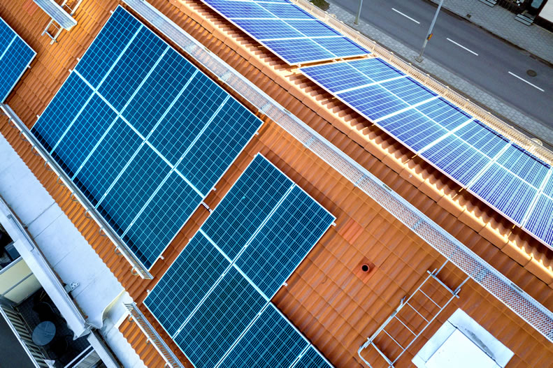 Why Solar Panels Alone Can't Protect Homeowners from Grid Outages